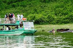 boat ride on kazinga channel queen elizabeht national park uganda